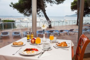Sirenis_Hotel_Goleta_Spa_breakfast_02